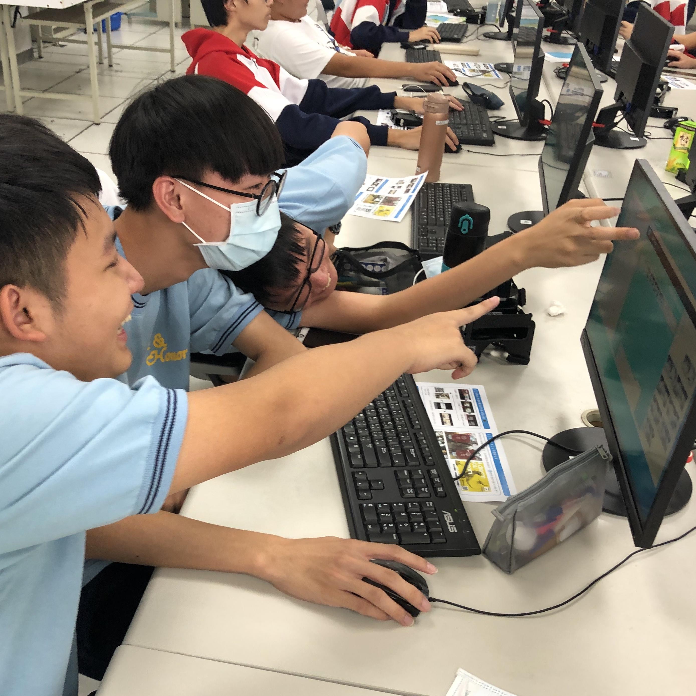 校園VR研習研習學生樂在其中